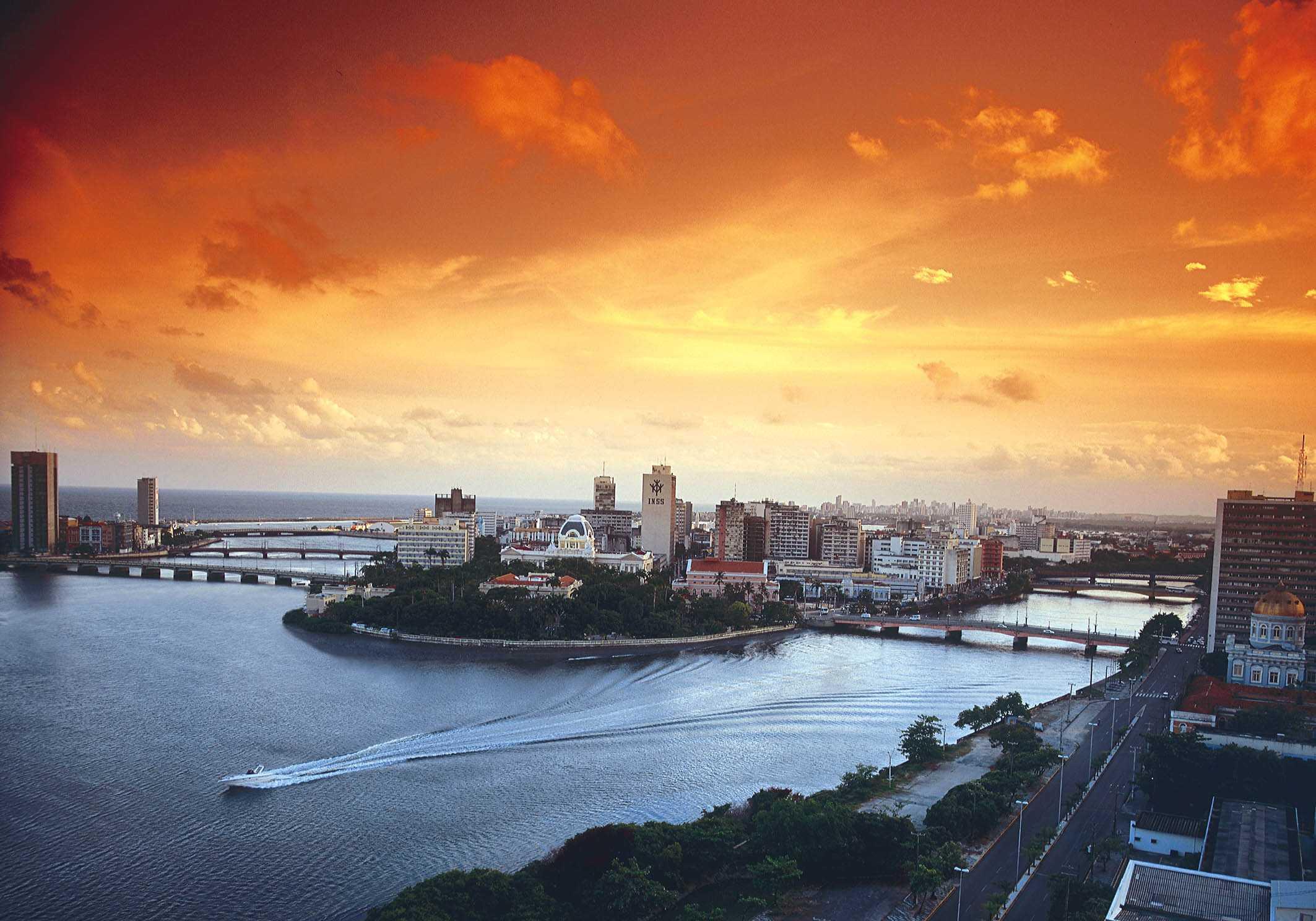 http://www.cin.ufpe.br/%7Epsse/2007/images/Foto_Recife.jpg